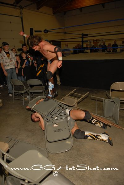 Hype Gotti demands that Jeremy Wyatt to have a seat. (Photo Credit Gary Giaffoglione)