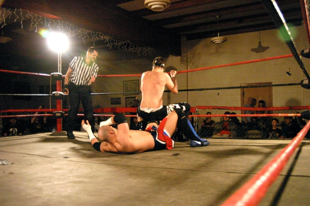 Evan Gelistico looked to take out Adam Raws Power by destroying the leg (Photo Credit: Michael R Van Hoogstraat)