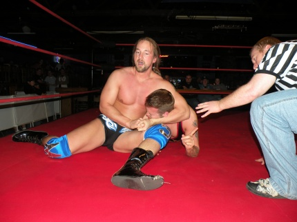 Mark Sterling squeezes Jeremy Wyatt