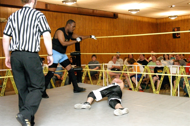 Eric Allen cheated, then cheated some more in his match with the young Jad Hamilton (Photo Credit : Mike Van Hoogstraat)