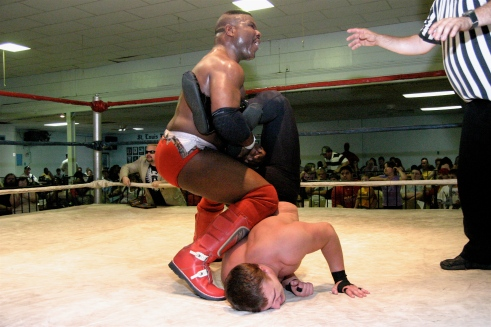 Arguably the two best at MMWA-SICW, Jackson looks to submit Vaughn (Photo Credit by Mike Van Hoogstratt)