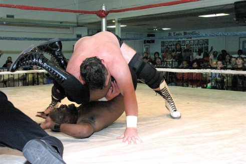 Keith Smith gets the pinfall on Shaft.(Photo by Michael R Van Hoogstraat)