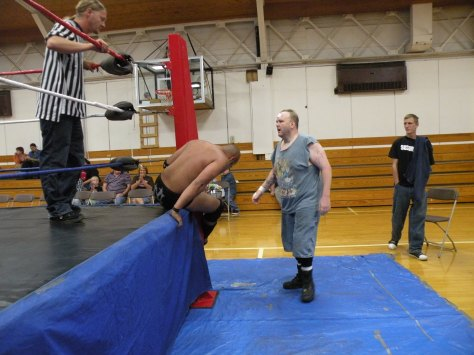 "Ian Rotten gets dirty outside  of the ring.(Photo Credit Brian ""Flair"" Kelley)"