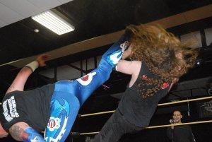 Ricky Cruz superkicks Jake Dirden to score the title-winning pinfall, Oct. 3, 2015. Photo: Stephen Jones